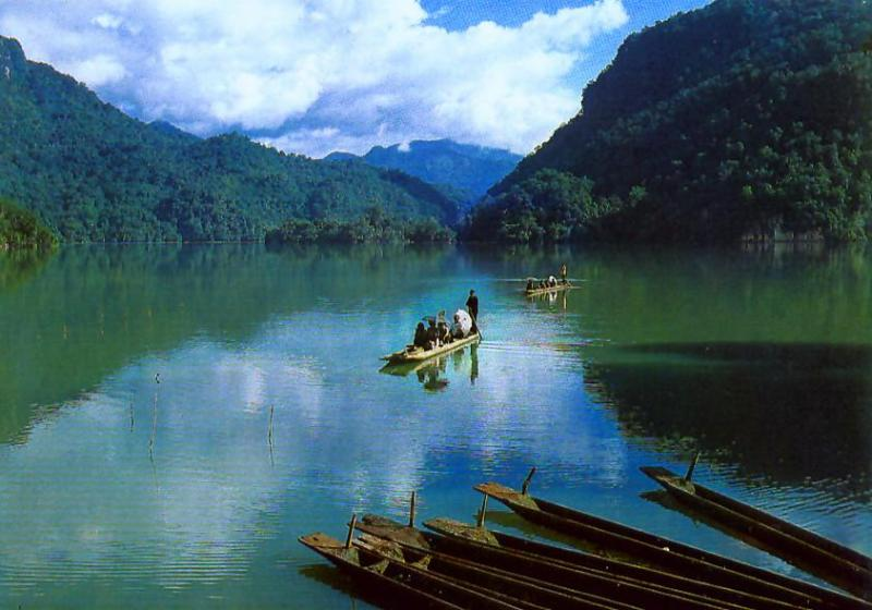 North-Centre Vietnam motorcycle tour to Bac Kan via Ha Giang, Cao Bang