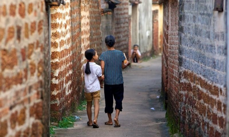 Hanoi Group Motorbike Tour to Duong Lam Village, Thay & Tay Phuong Pagodas