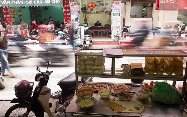 DAYLIGHT HANOI MOTORBIKE TOUR FOR FOODS AND SIGHTSEEINGS
