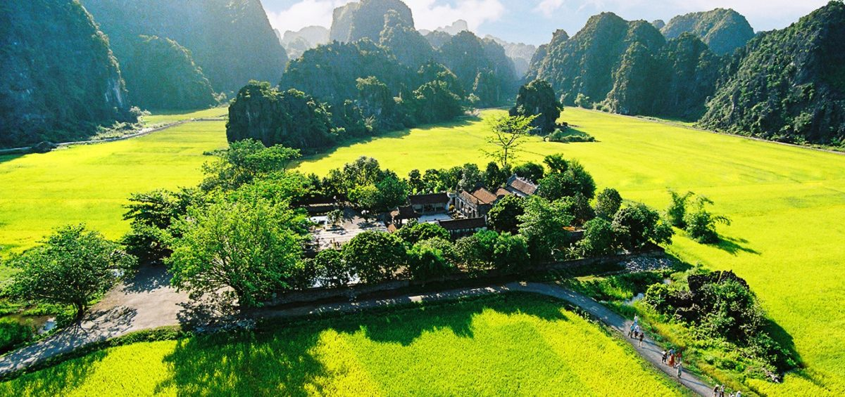 ONE DAY HANOI MOTORBIKE TOUR TO HOA LU – TAM COC